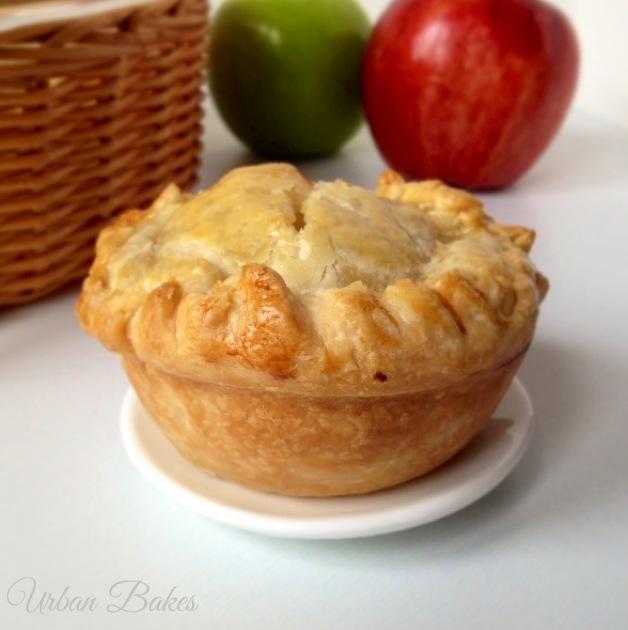 Mini Apple Pies Muffins | URBAN BAKES